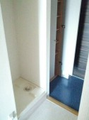 玄関収納・洗濯機置場